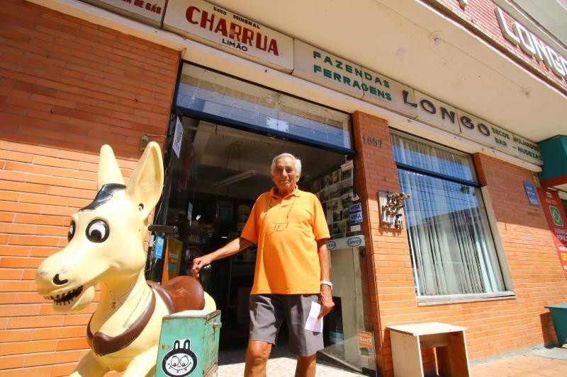 João Batista está a frente da loja Longo, que atende há 70 anos os veranistas de Capão da Canoa
