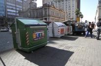 Descarte incorreto frustra primeiro mês de contêineres de lixo reciclável