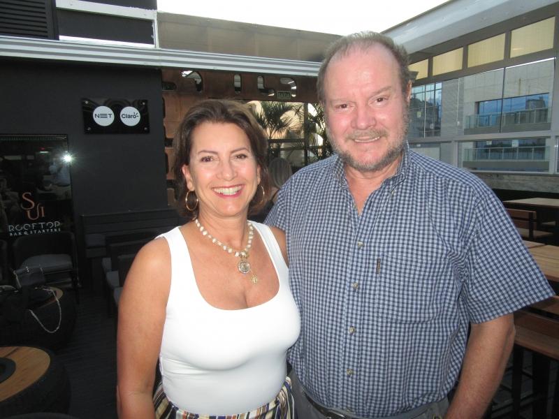 Vera Helena e Jorge Bins Ely, que vieram de Florianópolis para o Natal em Porto Alegre, no SUI Rooftop