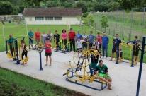 Cidade atende a cinco comunidades com academias ao ar livre