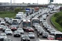 Freeway registra lentidão na saída para Litoral Norte
