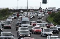 Trânsito volta a fluir no acesso à freeway após lentidão em função de bloqueio