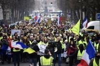 Coletes amarelos voltam a se concentrar em Paris, mas em menor número