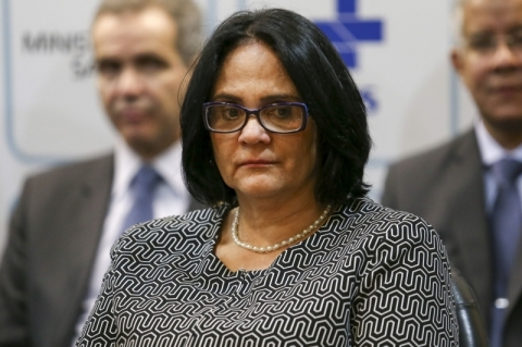 Denúncias de violência contra a mulher sobem 35% durante pandemia, diz Damares