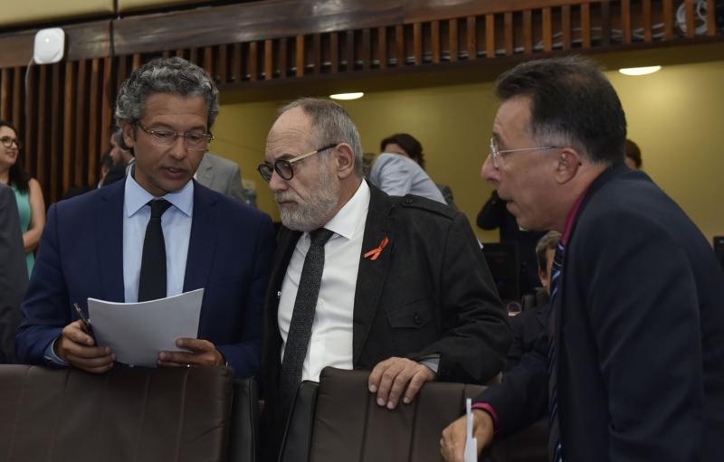 Líder do governo, Antunes (e) articulou aprovação das matérias