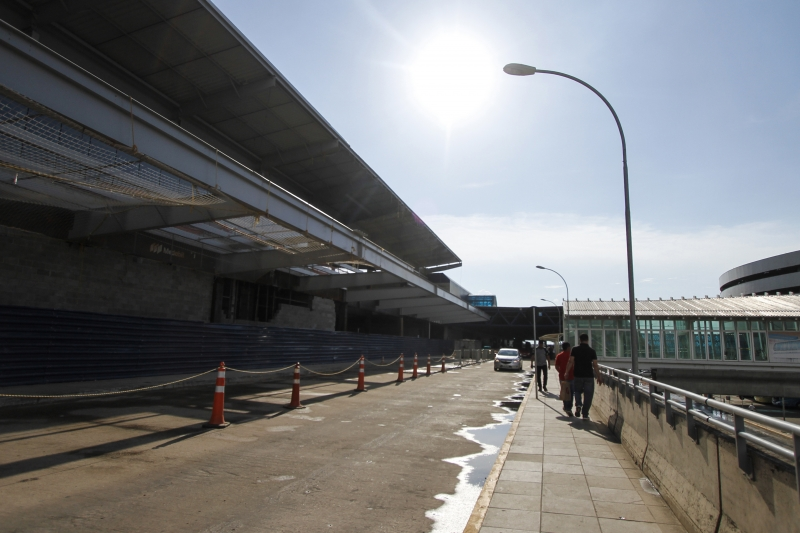 {'nm_midia_inter_thumb1':'https://www.jornaldocomercio.com/_midias/jpg/2019/01/02/206x137/1_mc020118_aeroporto__264_-8587001.jpg', 'id_midia_tipo':'2', 'id_tetag_galer':'', 'id_midia':'5c2d36ba2303b', 'cd_midia':8587001, 'ds_midia_link': 'https://www.jornaldocomercio.com/_midias/jpg/2019/01/02/mc020118_aeroporto__264_-8587001.jpg', 'ds_midia': 'Obras no aeroporto Salgado Filho', 'ds_midia_credi': 'MARIANA CARLESSO/JC', 'ds_midia_titlo': 'Obras no aeroporto Salgado Filho', 'cd_tetag': '1', 'cd_midia_w': '800', 'cd_midia_h': '533', 'align': 'Left'}