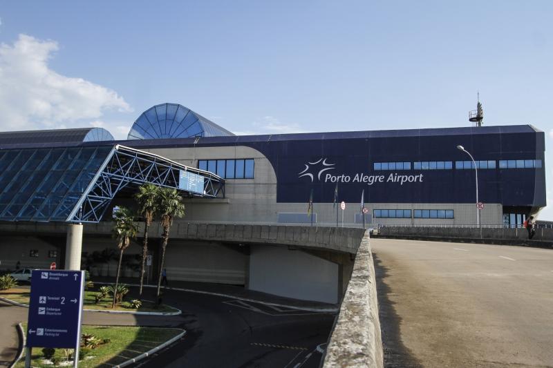 Terminais aeroportuários são equipamentos raros, localizados em poucos centros urbanos, forçando um maior deslocamento para quem precisa usar o transporte aéreo