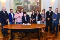 Marchezan assina contrato para obras de reassentamento de famílias da avenida Tronco