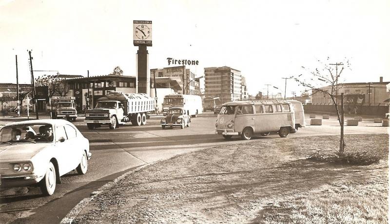 A via foi inaugurada oficialmente em 1940 por Getúlio Vargas