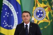 Bolsonaro deve flexibilizar posse de arma neste mês