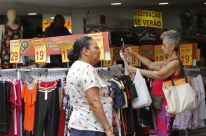 Vendas do varejo caem 1,0% em janeiro ante dezembro, diz IBGE