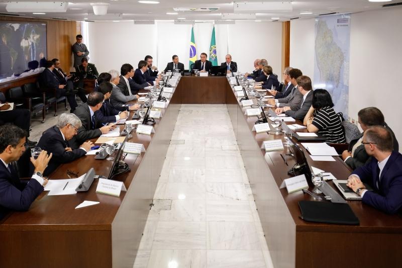 Orientação foi dada em reunião de Bolsonaro com equipe ministerial