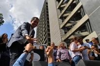 Líder opositor se declara presidente interino da Venezuela