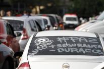 Motoristas de aplicativos protestam em Porto Alegre contra violência
