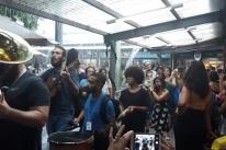 Música não para nem sob chuva em Festival Internacional de Pelotas