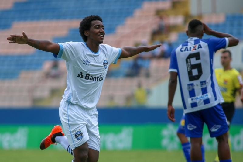 Gabriel Biteco marcou o segundo gol do Grêmio contra o CSA, garantindo a vaga da equipe nas oitavas de final da competição