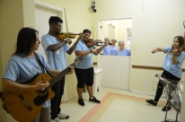 Música emociona pacientes de enfermarias da Santa Casa de Pelotas