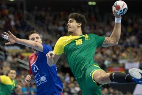 Brasil bate Rússia e fica a um triunfo de avançar no Mundial de Handebol