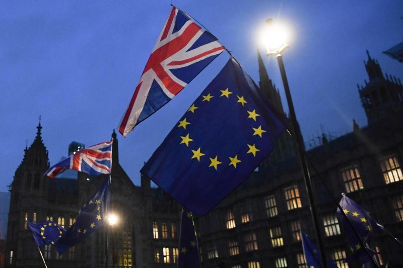"""Líderes do Parlamento Europeu estão """"profundamente preocupados e desapontados"""" com o Reino Unido"""