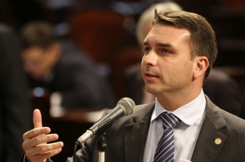 Flávio Bolsonaro diz que não pediu foro privilegiado
