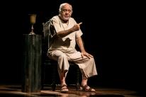 Tonico Pereira interpreta 'Sócrates' em espetáculo no Porto Verão Alegre