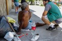 Prefeitura retira pessoas das margens do Dilúvio e da calçada do HPS