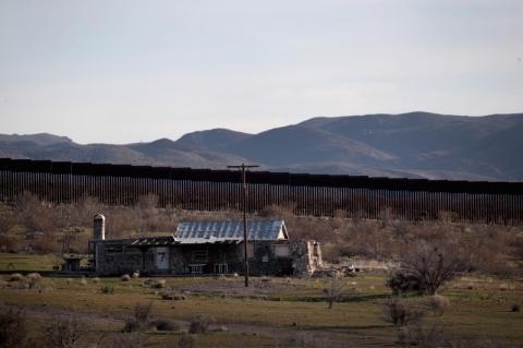 Pentágono aprova US$ 3,6 bilhões para construção de muro