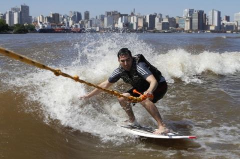 Apaixonados por esportes aquáticos criam escola de surfe no Guaíba