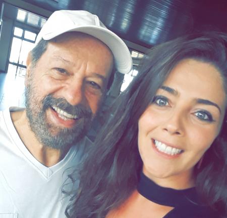 João Bosco com Fernanda Eifler, do marketing do Hotel Araçá