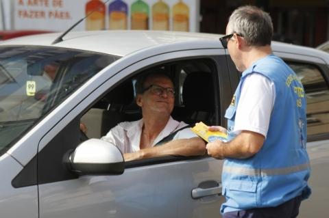 EPTC realiza ação educativa sobre cuidados com idosos no trânsito
