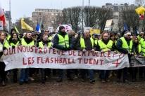 Coletes amarelos voltam às ruas da França para manter pressão sobre Macron