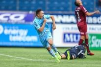 Com reservas, Grêmio vence Caxias e dispara na liderança do Gauchão