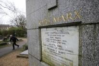 Túmulo do filósofo Karl Marx é vandalizado em Londres