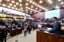 Leite confirma que pedirá fim de plebiscito para privatizações e é vaiado por servidores