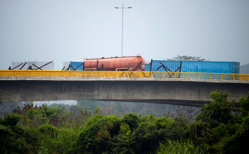 Militares colocaram contêiner na ponte entre Cúcuta e Ureña