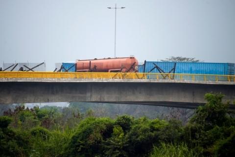 Exército bloqueia entrada de ajuda humanitária pela Colômbia