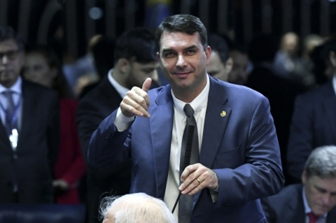 Flávio Bolsonaro é chamado a depor sobre suposto vazamento da Furna da Onça