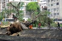 Temporal no Rio mata seis, alaga ruas e hotel e aciona sirenes de alerta
