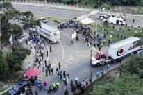Venezuela bloqueia na Colômbia comida e remédio enviados pelos EUA