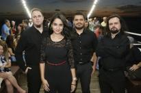 Grupo Alma Lusitana faz show no Barco Cisne Branco