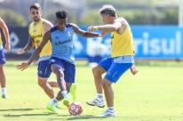 Grêmio realiza último treino antes de enfrentar o Avenida