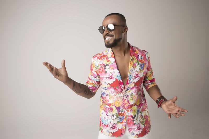 Cantor Alexandre Pires leva turnê de 'O baile do Nêgo Véio' ao litoral norte do Estado