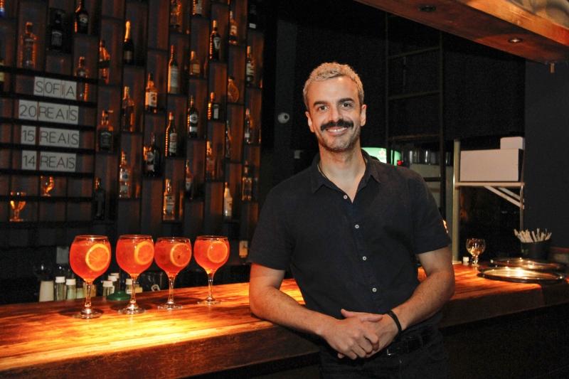 Arthur trabalha há mais de 20 anos na noite porto-alegrense