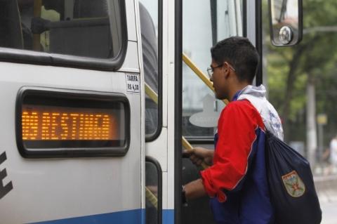 Passagem de ônibus em Porto Alegre volta a subir acima da inflação