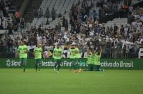 Avenida ameaça Corinthians, mas cede vaga no final do jogo