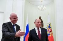 Em encontro com Infantino, Putin pede apoio à Fifa para preservar legado da Copa