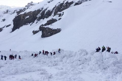 Avalanche na Suíça causa uma morte e autoridades encerram buscas