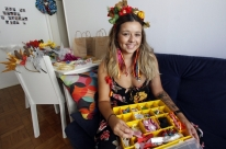 Jornalista aposta nos acessórios feitos à mão para o Carnaval