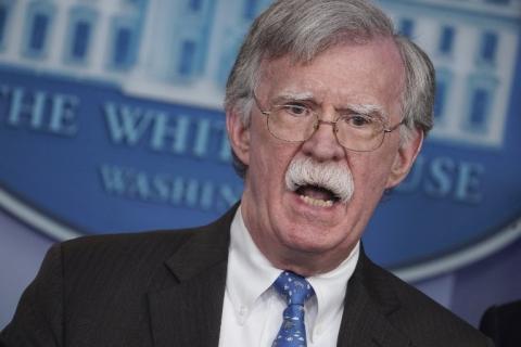 Bolsonaro precisa abrir canais com Biden, afirma John Bolton