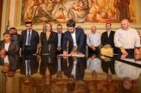 Eduardo Leite assina parceria com o terceiro setor
